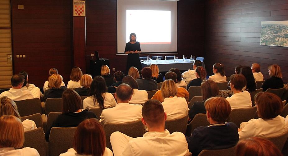 Izv. prof. Jasna Mesarić, Pomoćnica ravnatelja za kvalitetu i edukaciju Agencije